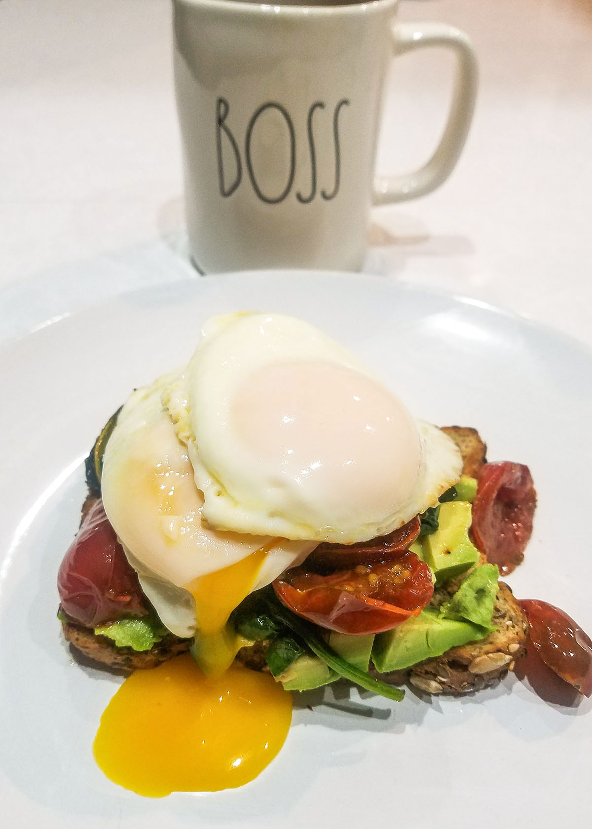 How to cook eggs with runny yolks and cooked egg white